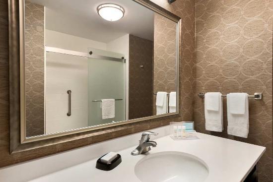 Voorhees, Νιού Τζέρσεϊ: Guest Bathroom