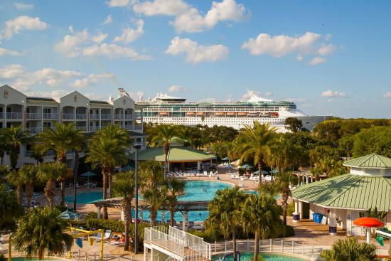 Holiday Inn Club Vacations Cape Canaveral Beach Resort: Guests can watch the excitement of the large cruise ships
