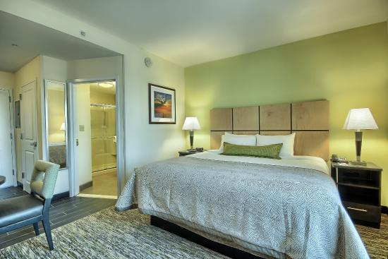 Grove City, OH: Our King Bed Studio Suite