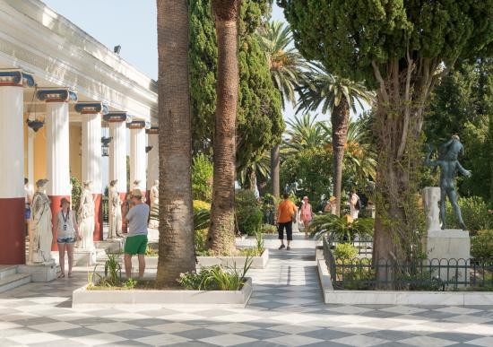 Gastouri, Yunanistan: Верхний сад дворца