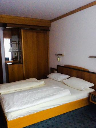 Worms, Germania: Wardrobes and mini bar were great