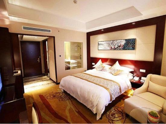 Tongling, China: Business King Room
