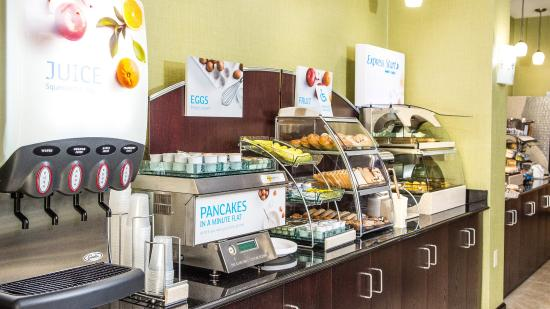 Holiday Inn Express & Suites Elkton - Newark S. - UD Area: Breakfast Bar