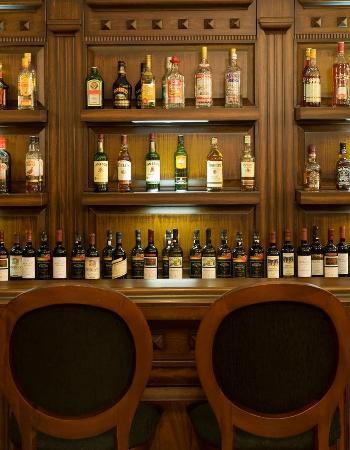 Dellas Boutique Hotel: Bar