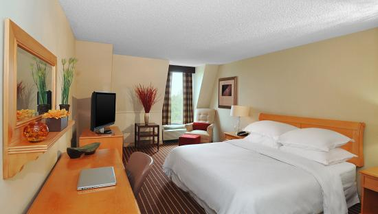 Crowne Plaza Annapolis: King Guestroom