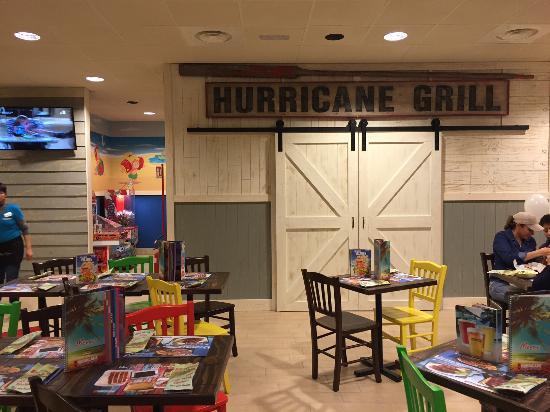 Hurricane Grill & Wings: Una saletta