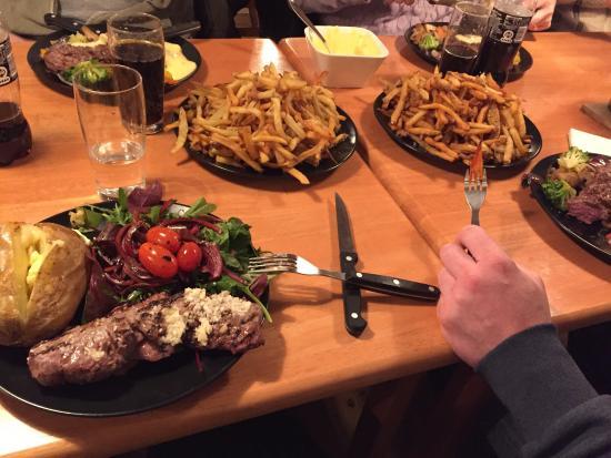 Holbaek, الدنمارك: 3 gang på Martin's & desværre en skuffelse. Maden var smagsløs undtagen grønsagerne. Men det så 