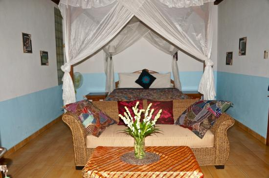Aahh Bali Bed & Breakfast: Deluxe Room (A) Entering Latest View