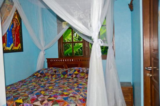Aahh Bali Bed & Breakfast: Deluxe Room (A) Draped Double Bed