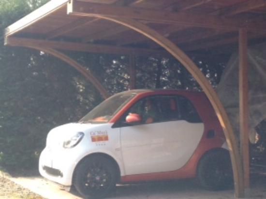 Masera di Padova, Italia: Auto del resort, credo affittabile dagli ospiti