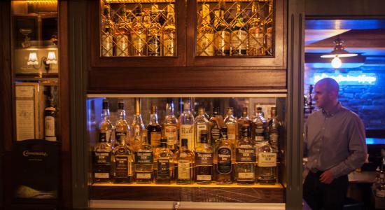 Hugh Lynch's Pub: Vintage Look at Hugh Lynch's Bar Tullamore
