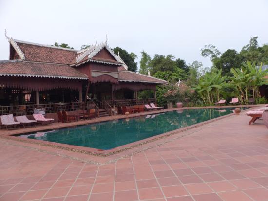 Restaurant et piscine picture of rajabori villas resort for Restaurant piscine