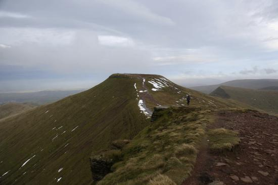 Brecon Beacons National Park, UK: Over to Pen-y-fan