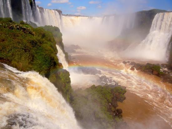 State of Parana: Chutes d'Iguazù. La majorité 80% des chutes sont sur le territoire Argentin. 20% sur le Brésil