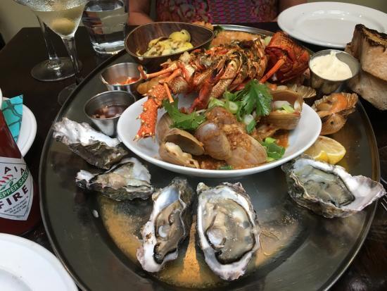 Fishbone Bar & Grill: seafood platter