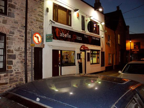 Brecon, UK: La Beiie Pizza by night