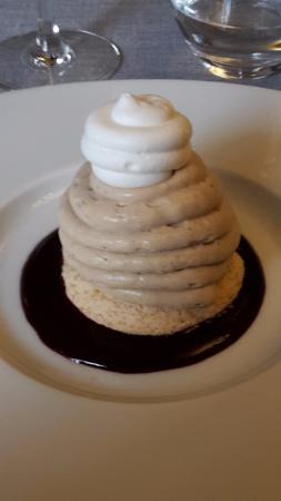 Chevreuse, Frankrike: Vacherin comme un Mont-Blanc vanille marron et gelée de cassis