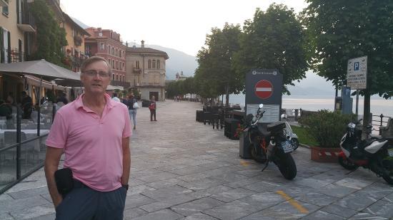 ลอมบาร์เดีย, อิตาลี: foreshore promenade