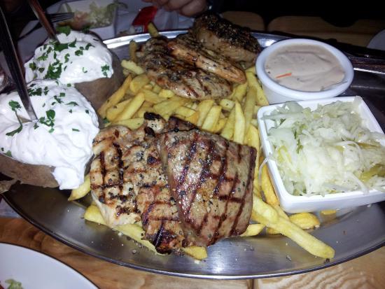 Schweinske: Плата на двоих -3 вида мяса, картофель со сметаной, салаты.