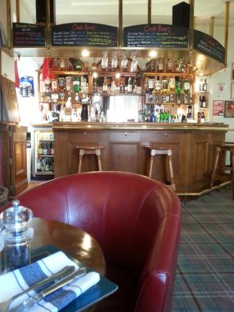 Blackwaterfoot, UK: At the bar you hear nice Scottish music