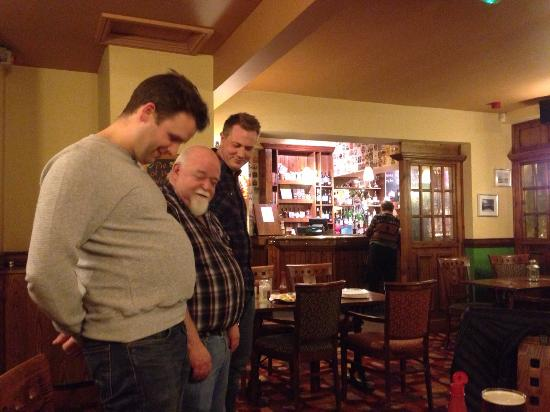 Disley, UK: Belly competition with Martin, one of the land lords!