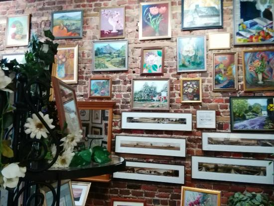 Buchanan, VA: Discover art, gifts, candles, flags, mirrors, lamps and more at the Frame Shop & Gallery.