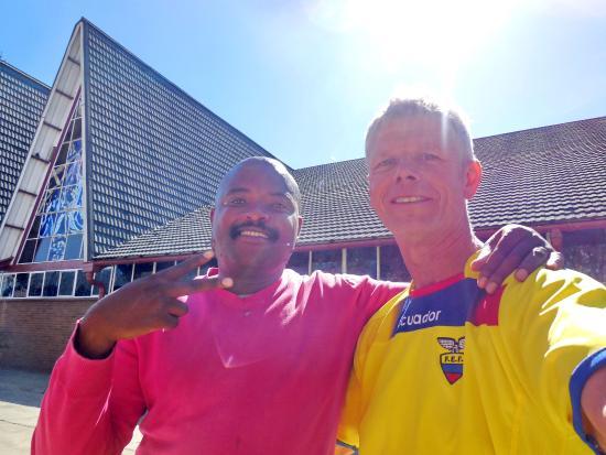 Soweto, Sudafrica: Regina Mundi Church- guide Siphiwe on the left