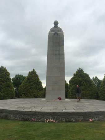 Arras, Francja: Brooding Soldier Canadian Memorial