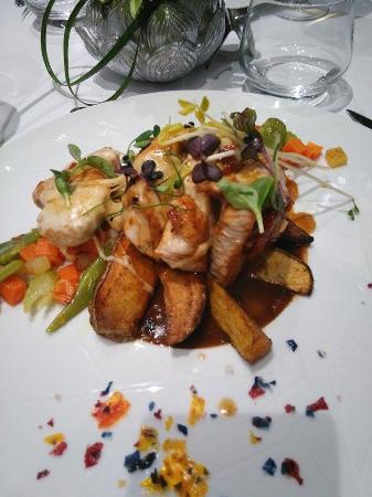 St-Avold, Frankrike: Dinde, avec mozza et tomates sechées accompagné de légumes frais
