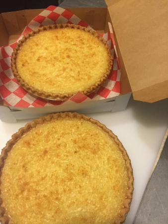 Petersburg, Βιρτζίνια: Coconut pie - by the slice or whole pie