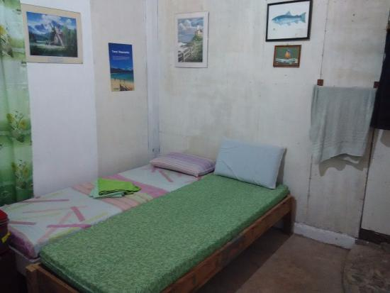 Jagna, Filippinerna: The backpacker's room. I put the two beds together :)