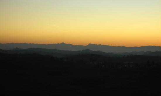 Castello di Govone, veduta al tramonto