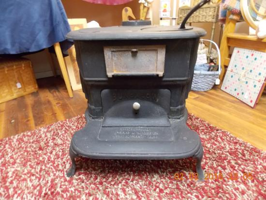 Wagon Wheel Antiques: Vintage Cast Iron Wood Burning Stove - Vintage Cast Iron Wood Burning Stove - Picture Of Wagon Wheel