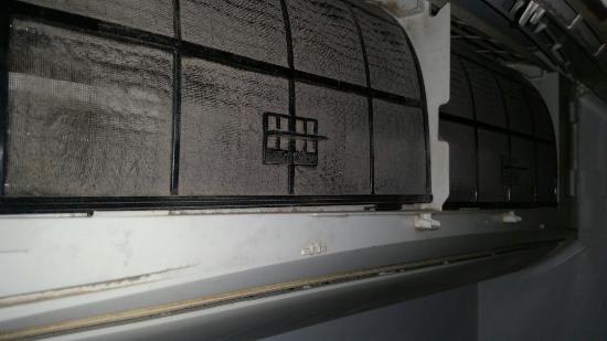 Hostal Gaudi : Ahí tenéis lo que os vais a encontrar.... Esto tendría que estar cerrado. El agua tibia, las toa