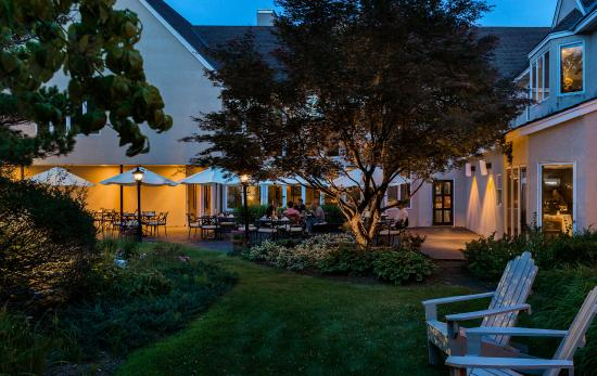 Williamstown, MA: Evening Dining in our Courtyard