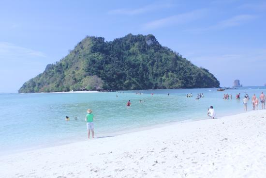 Tidigt på förmiddagen men redan mycket folk. - Picture of Tup Island, Ao Nang...