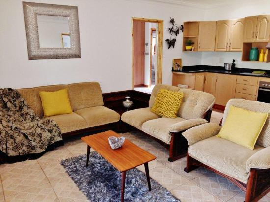 Southbroom, Sudafrica: Lounge area IN A 2 BEDROOM UNIT