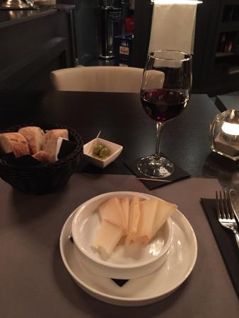 Retie, België: The Tapas Spanish cheese, lots of it and yammy!