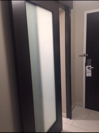 West Chester, OH: Bathroom sliding doors.....wow!!!