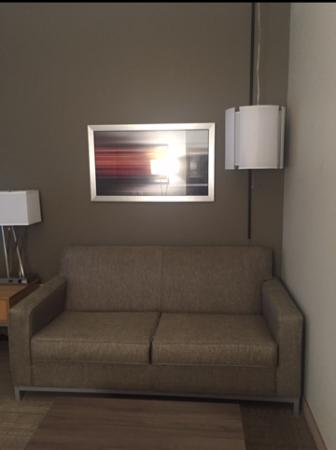 West Chester, OH: Sitting area in the suite, it was sooo cozy!