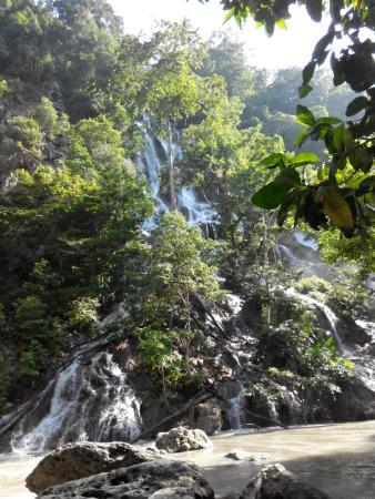 Lapopu Waterfalls: air terjun lapopu_1    - jan 2016