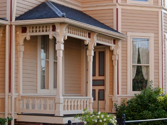 Macomb, IL:  exterior Bailey House