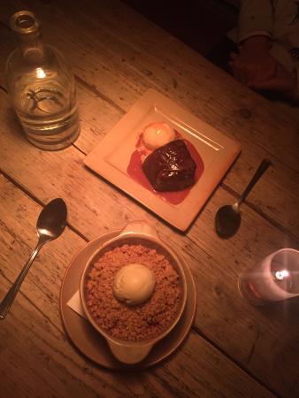 Edinburgh Larder Bistro: amazing red dates pudding and crumbles