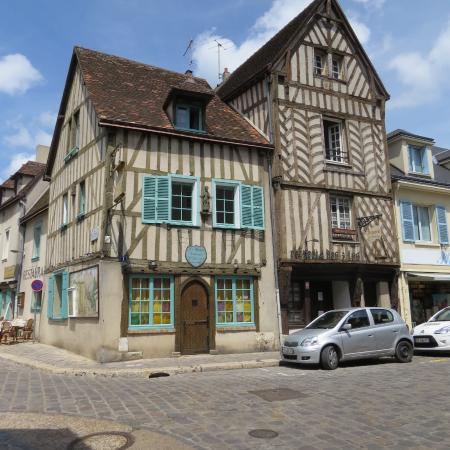 Maisons pan de bois au bord de l 39 eure picture of for Maison de l emploi chartres