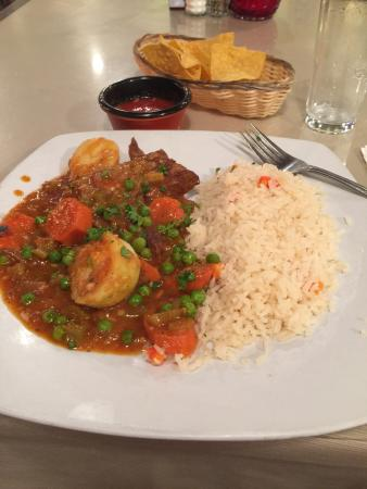 Oregon City, OR: Peruvian dish I had which was like beef pot roast with a carrot sauce mixed with peas and carrot