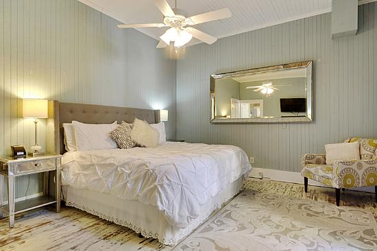 Ocean Springs, MS : Magnolia Suite