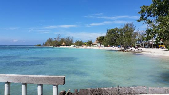 Utila, Honduras: public beach from Rehab restaurant
