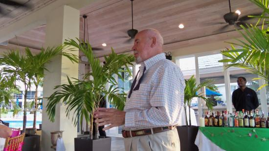Treasure Cay, Great Abaco Island: Speech Time