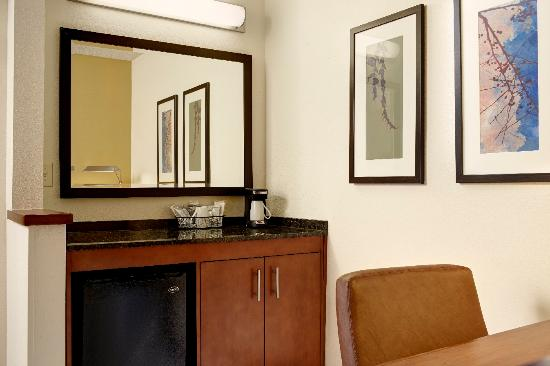 Hyatt Place Phoenix/Gilbert: Dry bar in all guest rooms