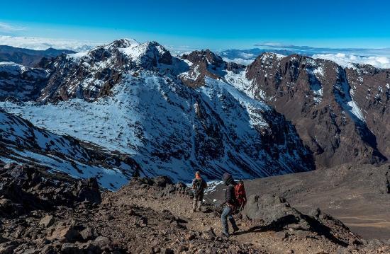 Imlil, Marokko: descending. There is lots of loose rock be careful